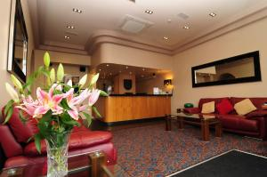 The lobby or reception area at Imperial Hotel Galway