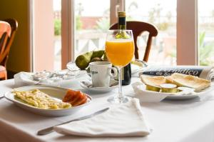 Breakfast options available to guests at Hotel Las Camelias