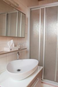 Ein Badezimmer in der Unterkunft Gasthaus zur Linde