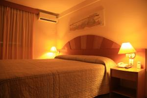 A bed or beds in a room at Soleil Garbos Hotel