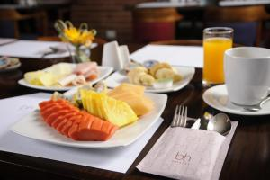 Breakfast options available to guests at Mercure Bogota BH Zona Financiera