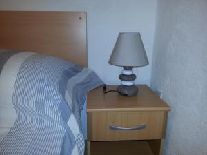 A bed or beds in a room at New Studio Apartments Trlaja