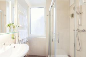 A bathroom at Le Petit CHARME-INN