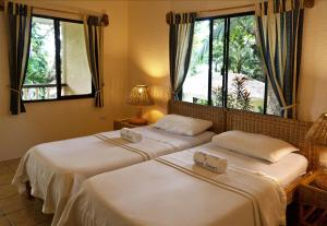 A bed or beds in a room at Easy Diving and Beach Resort