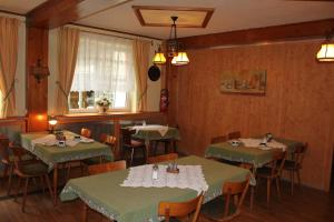 A restaurant or other place to eat at Gasthof Jäger