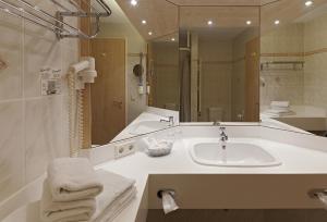 A bathroom at Kim Hotel Dresden