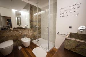 A bathroom at Rio Moment's