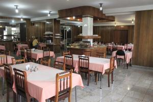 A restaurant or other place to eat at Fenícia Palace Hotel