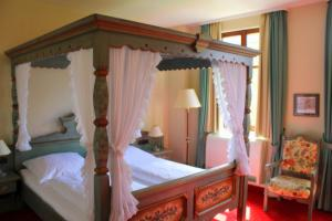 A bed or beds in a room at Hotel BurgGartenpalais