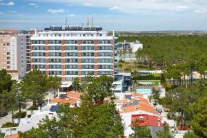 Een luchtfoto van Alcazar Hotel & SPA