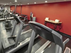 The fitness center and/or fitness facilities at Radisson Hotel & Suites Fallsview