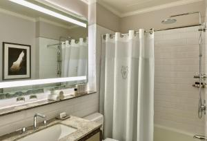 A bathroom at Palace Hotel, a Luxury Collection Hotel, San Francisco