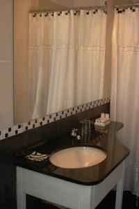 A bathroom at Hotel La Mision