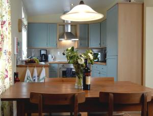 A kitchen or kitchenette at Barcloy Milk House