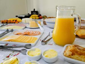 Breakfast options available to guests at Pousada Casa do Bosque