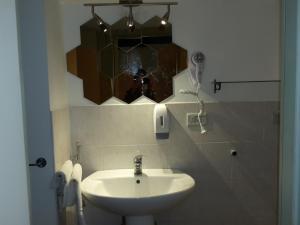 A bathroom at Palazzo Storico Gatto