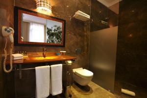 Ett badrum på Nea Suites Old City