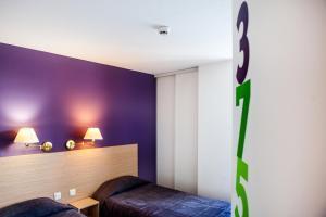 Łóżko lub łóżka w pokoju w obiekcie Hôtel Continental