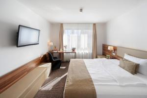 A bed or beds in a room at VI VADI HOTEL downtown munich