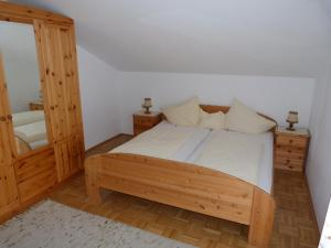 A bed or beds in a room at Pension Wolf