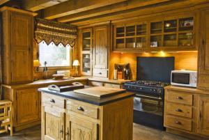 A kitchen or kitchenette at Chalet Serac