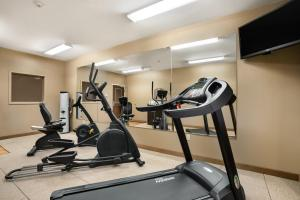 The fitness center and/or fitness facilities at Microtel Inn & Suites by Wyndham Cambridge