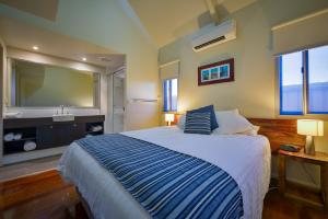 A bed or beds in a room at Exmouth Escape Resort