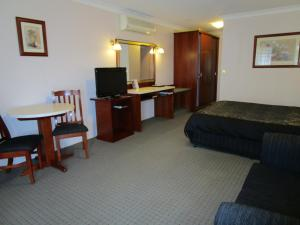 A television and/or entertainment center at Southern Comfort Motor Inn