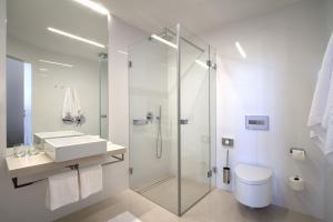 A bathroom at Bishop's House