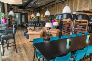 A restaurant or other place to eat at DoubleTree by Hilton Amsterdam - NDSM Wharf