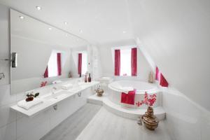 A bathroom at Hotel Schlosskrone