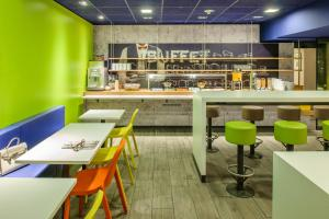 A restaurant or other place to eat at ibis budget Nürnberg City Messe