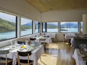 Un restaurante o sitio para comer en Explora en Torres del Paine - All Inclusive
