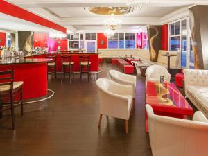A restaurant or other place to eat at DORMERO Hotel Plauen