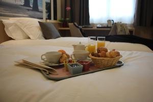 Options de petit-déjeuner proposées aux clients de l'établissement Brit Hotel Montargis