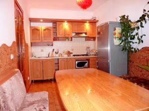 A kitchen or kitchenette at Sadyba Bilya Richky