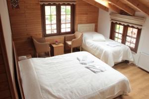 سرير أو أسرّة في غرفة في فندق أيدر أوميت