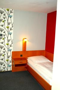 A bed or beds in a room at Hotel Cafe Lieb