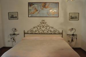 A bed or beds in a room at La Fattoressa