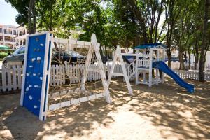 Детска площадка в Парадайз Бей