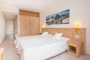 Ein Bett oder Betten in einem Zimmer der Unterkunft Hotel Galeón