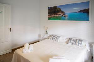 A bed or beds in a room at Guest House Ibiza