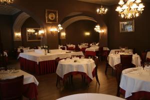 Un restaurante o sitio para comer en Hotel Pyrénées