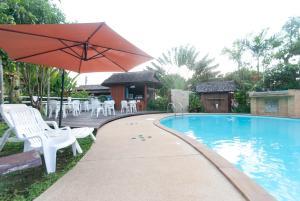 The swimming pool at or near Namkhong Guesthouse and Resort