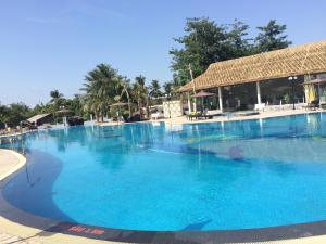 Piscine de l'établissement Muong Thanh Luxury Can Tho Hotel ou située à proximité