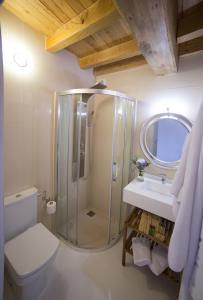 A bathroom at Casa Rural Juancito