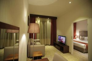 Una televisión o centro de entretenimiento en Hotel Nine Ulaanbaatar