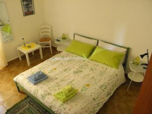 A bed or beds in a room at Alfieri B&B