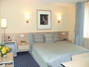 Ein Bett oder Betten in einem Zimmer der Unterkunft City Hotel