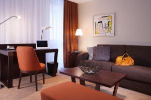 A seating area at Hotel Alwyn